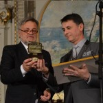 IOAN CARMAZAN ACORDA DISTINCTIA ADRESATA D -LUI PRIM MINISTRU VICTOR PONTA